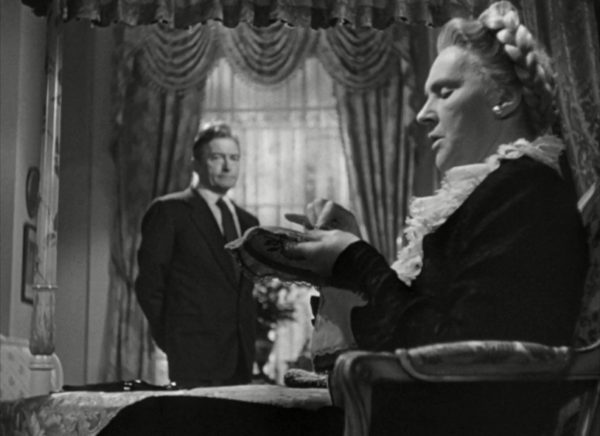 The son forever backgrounded by his mother: Notorious (1946), part of October's consumption